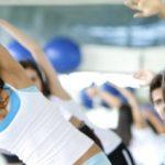 有酸素運動やエクササイズマシンで体幹トレーニングをジムで体験